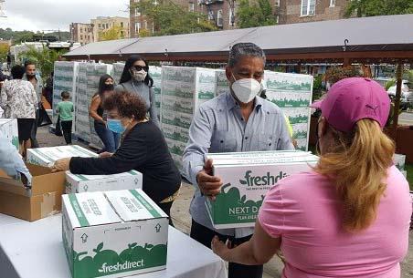 Espaillat reparte más de 500 cajas de alimentos a personas Alto Manhattan