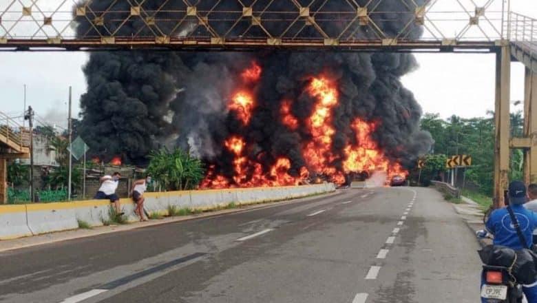 México: Al menos 4 muertos por explosión camión cisterna