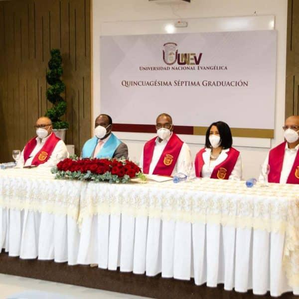 Unev gradúa 1,153 nuevos profesionales en graduación virtual