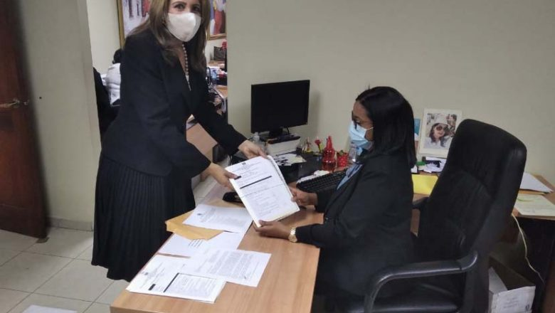 Lucy Arraya inscribió candidatura para miembro de la JCE