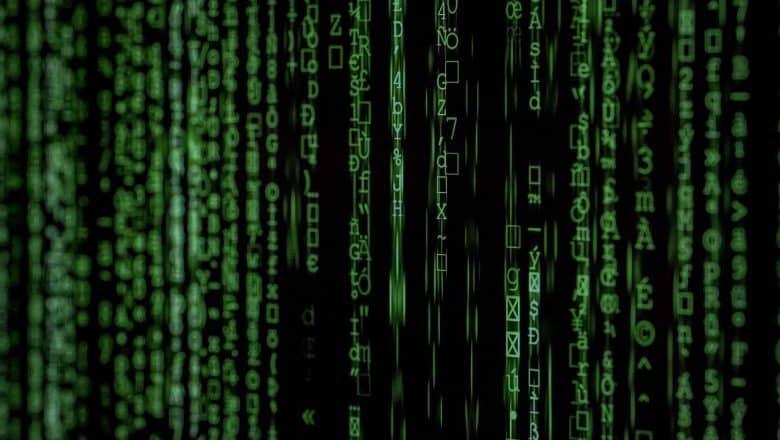 China cierra sitios web y cuentas redes sociales  ilegales