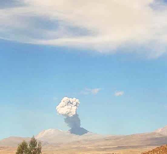 volcán Sabancaya de Perú