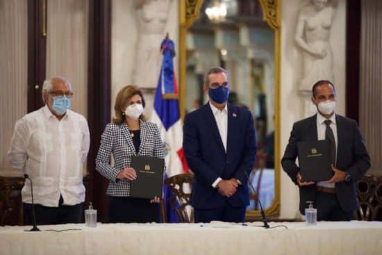 Gobierno firma acuerdo con empresa británica AstraZeneca