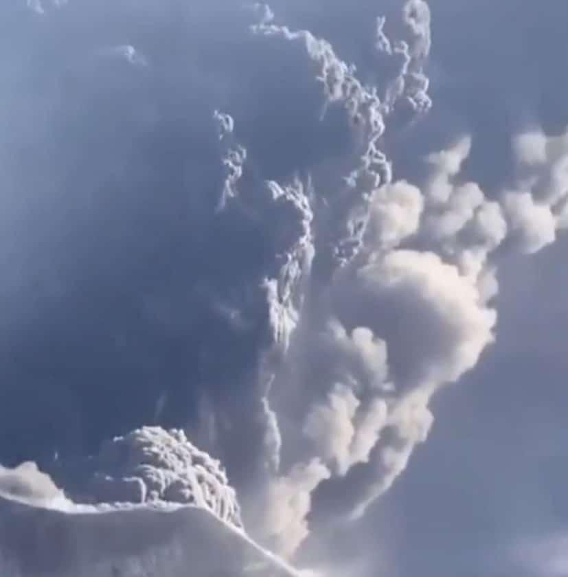 Volcán Karymsky entra en erupción en Lejano Oriente de Rusia