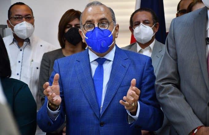 Ministro de Salud saldría este martes de clínica