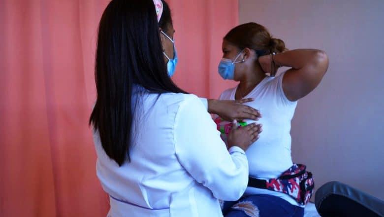 Llaman a mujeres a prevenir el cáncer de mama