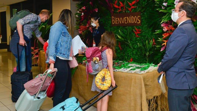 Costa Rica permitirá ingreso de turistas sin prueba de COVID-19