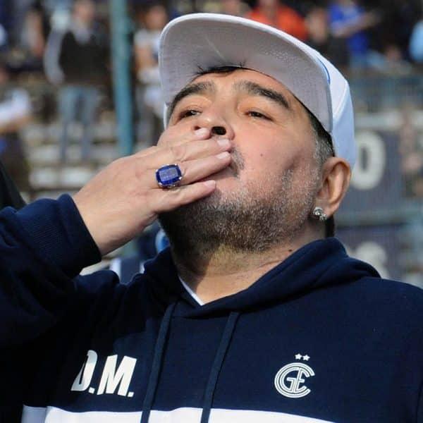 Diego Armando Maradona muere de un infarto