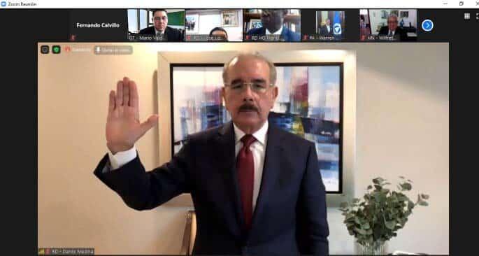 Danilo Medina es incorporado al PARLACEN