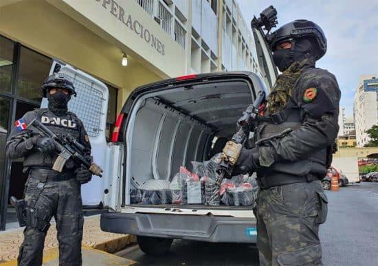 Barahona: 8 apresados con 121 paquetes de cocaína