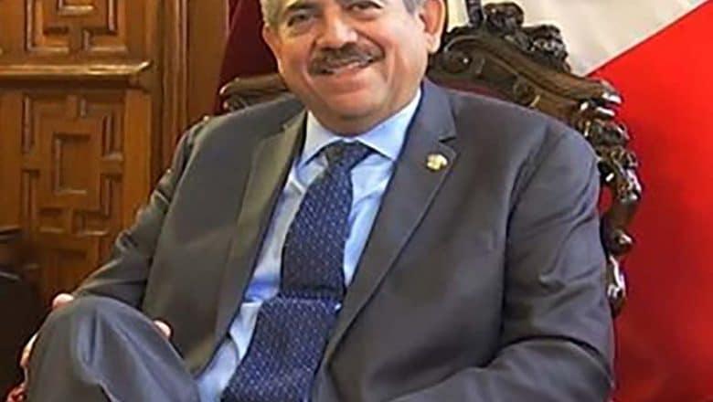 Merino renuncia a Presidencia de Perú