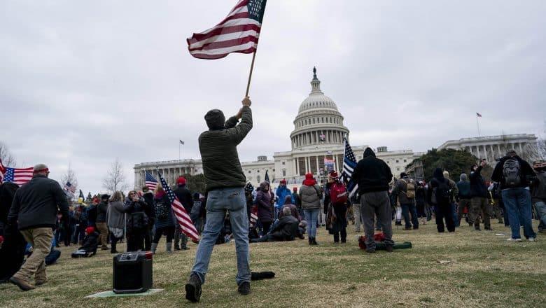 Se eleva a cinco los muertos por disturbios en el Capitolio