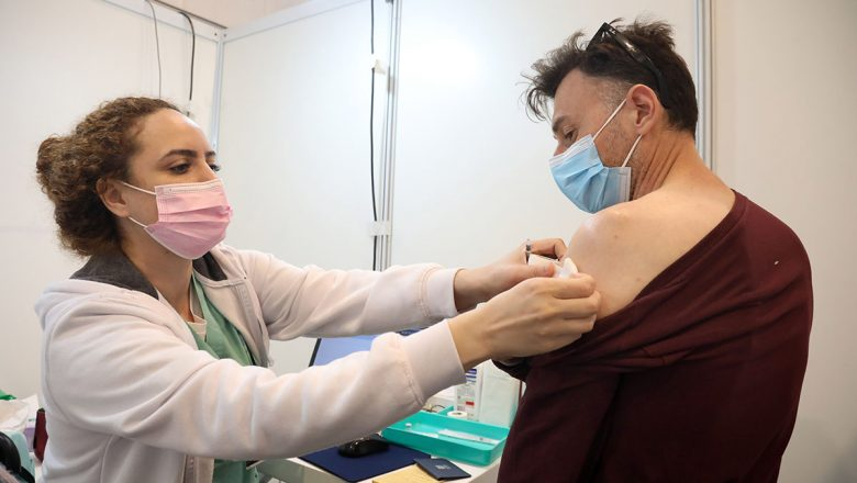 Israel vacuna a casi un tercio de su población contra COVID-19