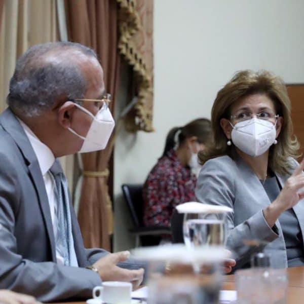 Gobierno RD firma acuerdo con Pfizer y BioNTech