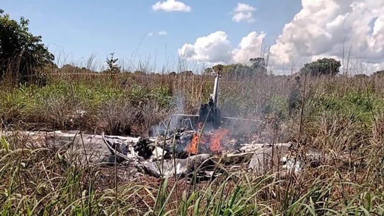 Mueren 6 personas al caer avión con futbolistas