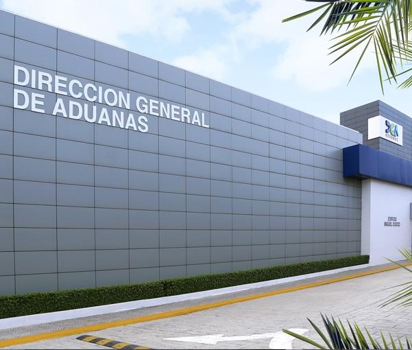 Aduanas suspende funcionario Santiago