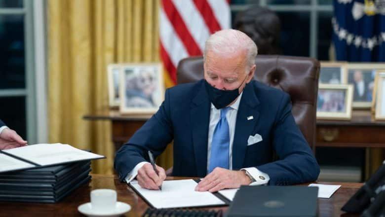 Biden revoca prohibición de visas de la era Trump