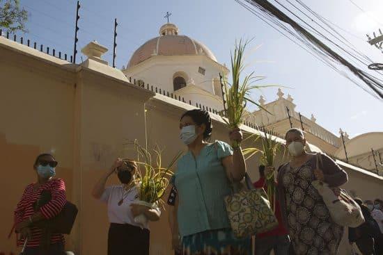 Hondureños inician Semana Santa con Domingo de Ramos