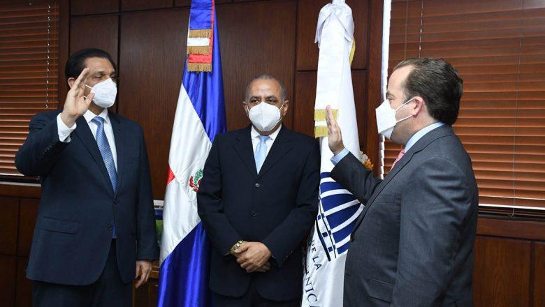 Daniel Rivera asume Ministerio Salud Pública
