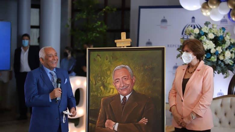 Rafael Solano recibe reconocimiento a los 90 años