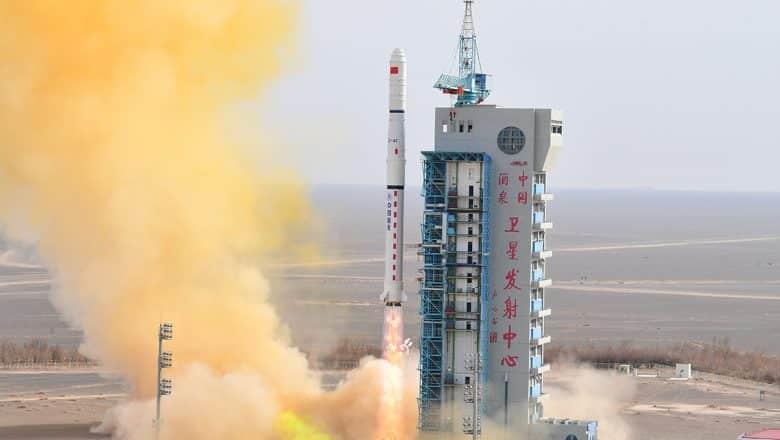 China lanza nueve satélites comerciales