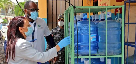 botellas plásticas de agua