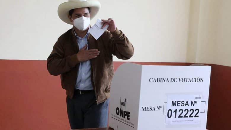 """Pedro Castillo pide asumir con """"madurez"""" resultados en Perú"""