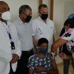 Residentes en Jacagua reciben dosis vacuna covid-19