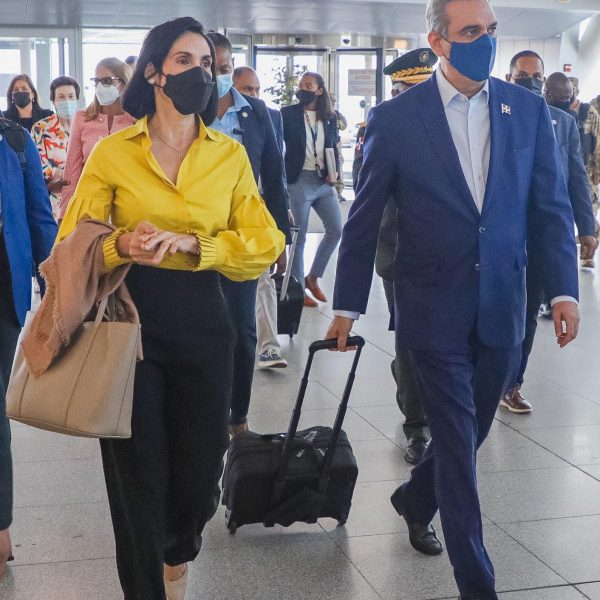 Abinader regresa a la República Dominicana